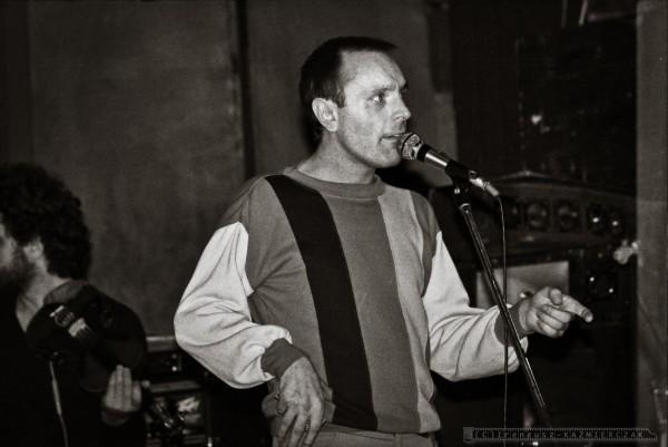 Ireneusz DUDEK  po raz pierwszy festiwal Rawa Blues zorganizowa³ w 1981 r. Trzy pierwsze festiwale goœci³y na scenie w Tychach w Teatrze Ma³ym jako ¿e z Tych pochodzi³  Ryszard Riedel & D¯EM oraz w  klubie studenckim AKANT w Katowicach.