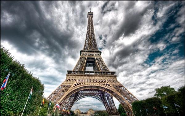Paris%20Eiffel%20Tower%203%201920%201200